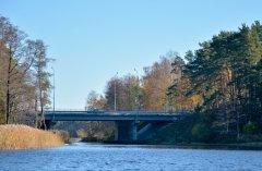 Tilts pār kanālu, kurš savieno Lielo un Mazo Baltezeru. Foto Jānis Tiļčiks. 2015.gads.
