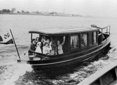 Kuģītis izbraukumā pa Gaujas - Daugavas kanālu. Mazais Baltezers 1937.gads.