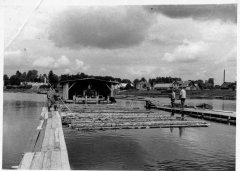 Plosts ar plosta būdu Alderos. Foto 20.gs. 50.gadi.