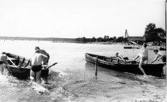 Plostnieku sacensības Alderu piestātnē. Foto 20.gs. 50.gadi.