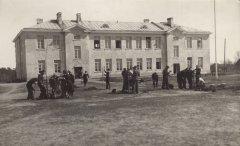 Prof. P.Kundziņa projektētā jaunā Ādažu pamatskolas ēka. Foto 1927.gads.