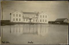 Ādažu pamatskola Gaujas plūdu laikā. Foto: 1931.gads.