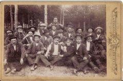 Ādažu pagasta strādnieki atpūtas brīdī. Foto 1910.gads.