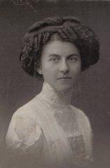 Nezināma muižas iedzīvotāja. Foto ap 1901.gadu.