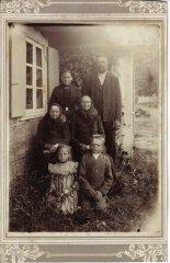 Ādažu zemnieku ģimene. Foto ap 1890.gadu.