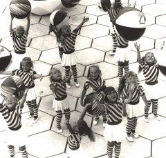Dejotājas kolhoza ''Ādaži'' bērnu dārzā ''Strautiņš''. 1988.gads.