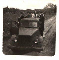 Ādažu slimnīcas darbinieki izbraukumā - kopīgā ekskursijā pa Latviju. Foto ap 1956.gadu.