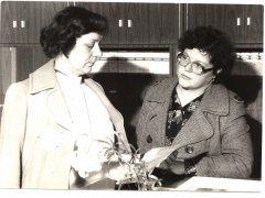 Daktere Aina Zara Ādažu aptiekā. Foto ap 1986.gadu.