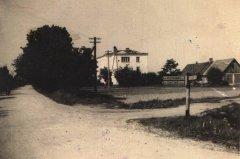 1930.gadā celtā Ādažu slimnīcas ēka ar piebūvēto 3.stāvu. Foto 1958.gads.