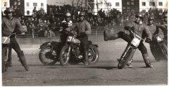 Sešdesmito gadu vidū motobola kustība piedzīvoja īstu uzplaukumu - tam pievērsās motokrosisti trīs brāļi Zirņi un citi tālaika pazīstamie motosportisti.