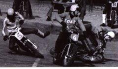 """""""Ādažu"""" komandas spēles tribīnēs pulcēja 7000 skatītāju, kuri uz Rīgu bija speciāli braukuši ne tikai no Ādažiem, bet arī no daudzām tālākām vietām. Foto ap 1978.gadu."""