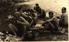 ''Ādažu'' meistarkomandas vīri atpūtas brīdī. Foto ap 1970.gadu.