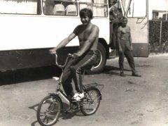 Andris Bārbalis, vēlākais ievērojamais motokrosa treneris Latvijā, 1969.gadā viņš spēlē Ādažu motobola komandā. Foto:A.Bārbalis atpūtas mirklī.