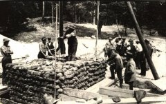 Darbs pie filtrēšanas aku izbūves. 1904.gada foto.