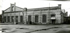Viena no 1904.gadā neogotikas formās celtajām sūkņu stacijas kompleksa mājām. Foto 1995.gads.