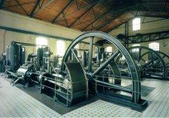 Visas sūkņu stacijas iekārtas gandrīz pilnā komplektācijā un darba kārtībā nonākušas līdz mūsdienām. Foto: Muzeja ekspozīcija ap 2012.gadu.